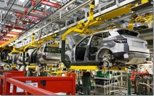 The-Range-Rover-Evoque-Trim-and-Final-Assembly-In-Halewood-UK-01_thumb